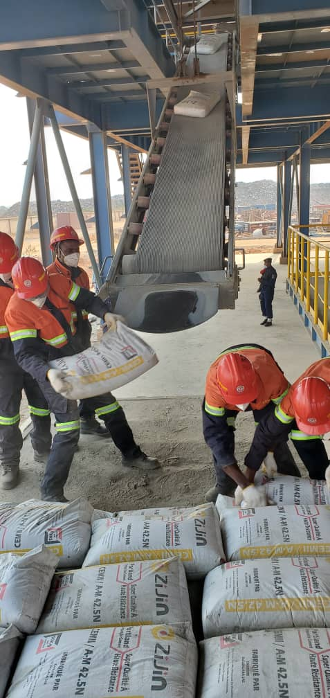 """RDC-Industrie : La société """"Carrière du Lualaba"""" va produire 800 mille tonnes de ciment par an (Julien Paluku)"""